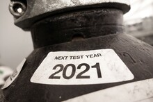 Black Gas Cylinders With Best Before Date On Label