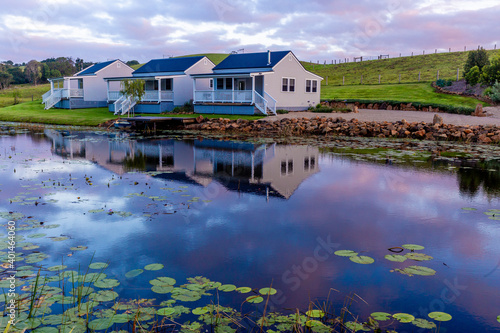 Fotografia Country farm house and reflection in Byron bay area, New South Wales, Australia