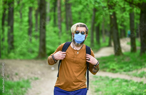 Valokuva Hipster protecting from air contamination or coronavirus