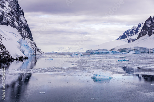 Fototapety, obrazy: Images of ice bergs in Antartica