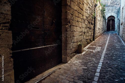 Fotografering une vieille rue médiévale pavée. Une ruelle pavée