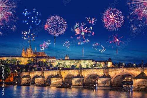 Cuadros en Lienzo Fireworks in Prague (Czech Republic) during New Year's celebration