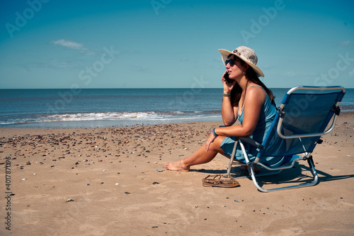 Papel de parede A beautiful shot of a female on the sunbed talking on the phone, summer vacation
