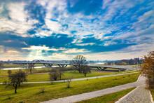 Berühmte Waldschlösschenbrücke über Dem Fluss Elbe In Dresden