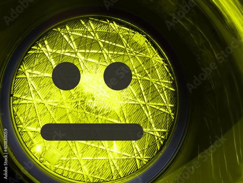 Fotografie, Obraz Faccina indifferente su semaforo giallo