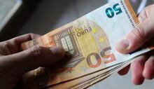Contare Le Banconote Da 50 Euro - Ricchezza