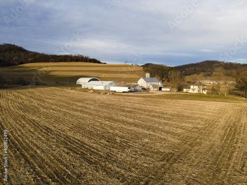 Canvas-taulu An aerial view of farmhouses near a farmland