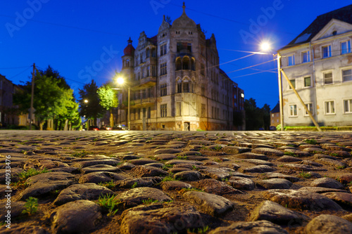 Houses in the city at night, a cobbled street Fotobehang