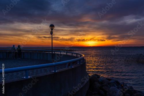 Fototapeta Malowniczy zachód słońca nad jeziorem Mamry w Węgorzewie