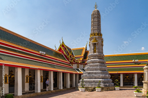 Obraz na plátně Phra Rabiang Cloister at The Buddhist temple Wat Pho, Bangkok, Thailand
