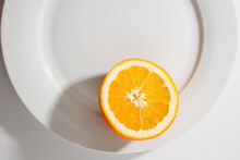 Arancia Su Piatto Bianco