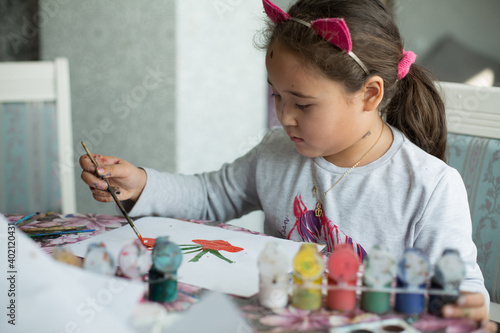 Canvas-taulu Pretty little asian girl make paintings at class room in lockdown