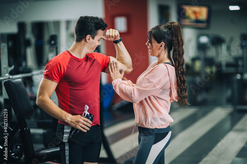 Fitness instructor with girl on training in fitness center Tapéta, Fotótapéta