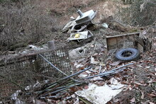 Garbage Dumped In The Mountains (illegal Dumping / Industrial Waste) 山中に捨てられたゴミ (不法投棄・産業廃棄物)
