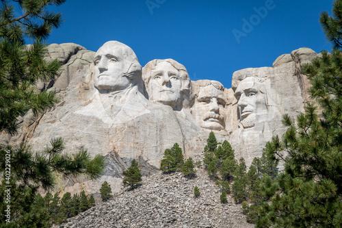 "Fototapeta The Carved Busts of George Washington, Thomas Jefferson, Theodore ""Teddy"" Roosev"