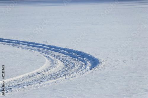 Fotografia snowmobile tracks on a frozen lake in finland