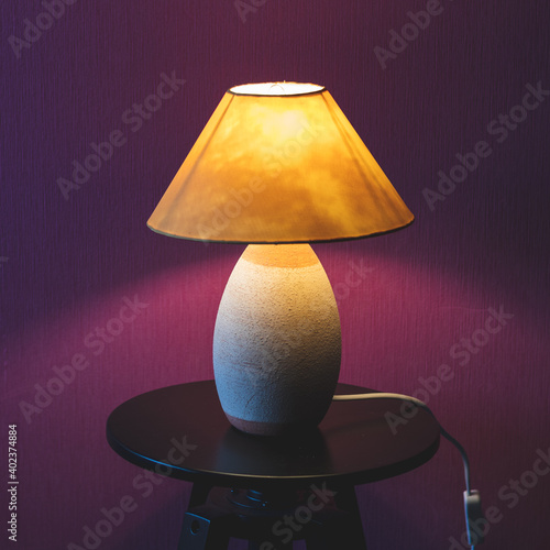 Fotografie, Obraz Une lampe allumée pour décorer