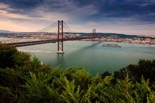 Lissabon, Portugal, Haengebruecke, Ponte 25 De Abril < English> Lisbon, Portugal, Suspension Bridge, Ponte 25 De Abril
