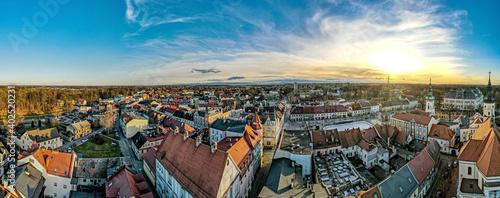 Pszczyna na Śląsku w Polsce, rynek i stare miasto z lotu ptaka Fotobehang