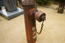 Classic Style And Weathered Fire Hydrant In Japan, Isolated - 古い消火栓 日本