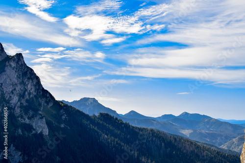 Widok na góry i niebo