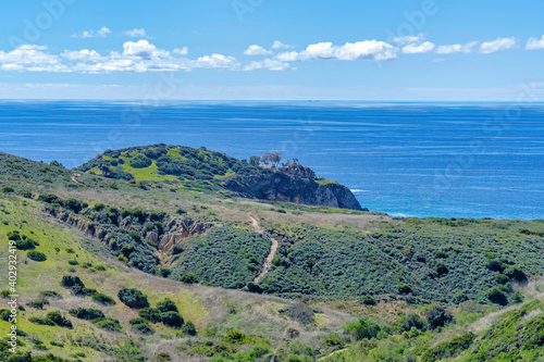 Fotografiet Crystal Cove State Park in Laguna Beach California with cliff and blue ocean