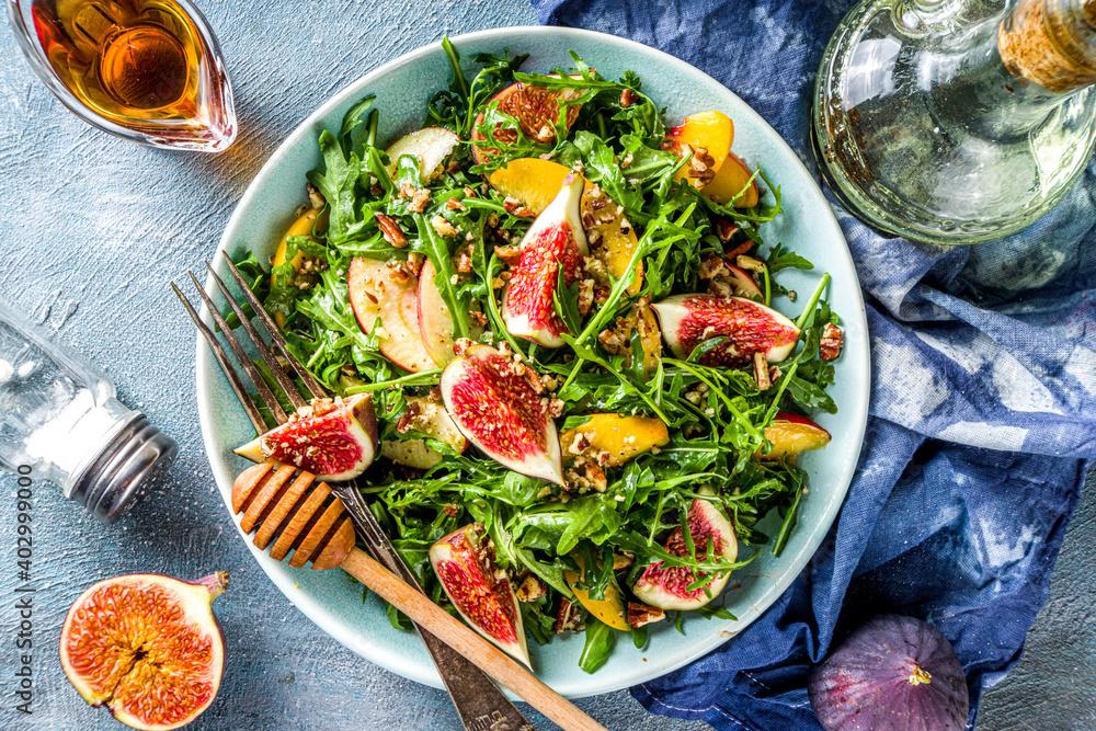 Fototapeta Autumn fig and arugula salad