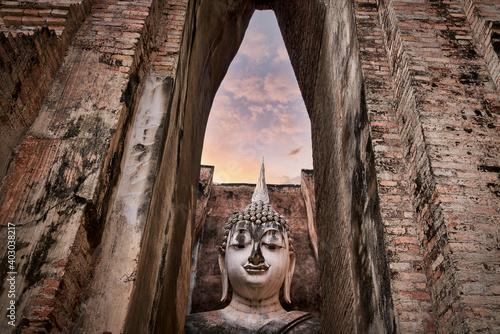 Fototapeta Big buddha sculpture in historical of sukhothai in wat sri chum with twilight sk