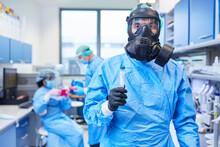 Forscher Mit Schutzmaske Im Labor Bei Impfstoff Forschung