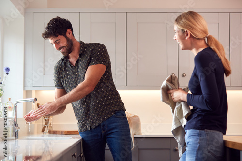 Obraz Couple Washing Hands With Soap At Home To Stop Spread Of Infection In Health Pandemic - fototapety do salonu