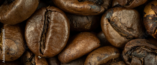 Stampa su Tela roasted coffee beans macro photo. background or texture