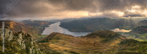 Fotografia Panorama of dramatic clouds with a view over Ullswater in the Lake District as s
