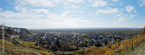 Panoramablick auf Istein Gemeinde und die Rheinebene. Efringen-Kirchen im baden-württembergischen. Landkreis Lörrach