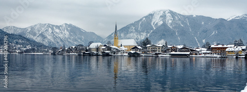 Fotografering wintry lake panorama in the bavarian alps at lake tegernsee