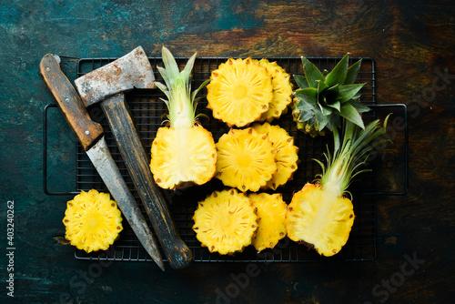 Obraz na plátně sliced juicy pineapples