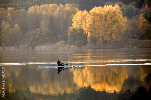 Valokuva Autumn landscape of a small lake in Northern Italy with trees with yellow leaves