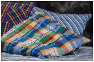 ekologiczne poduszki, drugie życie, eko, materiał, poduszka, tekstylia, moda, bawełna, materiał, koszula, czerwień, dekoracja, blękit, barwa, deseń, pasiasty, poduszka, jasiek