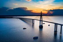 Ponte Sobre O Rio Negro