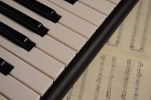 Electric Piano, Keyboard Piano, Pianino Klawisze Instrumentu, Pod Spodem Nuty