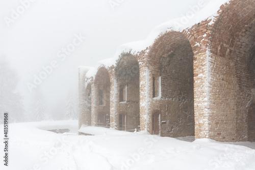 Fotografia Forte interrotto in Asiago Altopiano during winter season