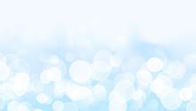 白色の玉ぼけと薄い水色の爽やかで明るい抽象的な背景イメージ素材