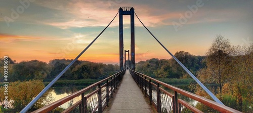 Valokuvatapetti Suspension bridge at sunset. Penza, Bessonovka.