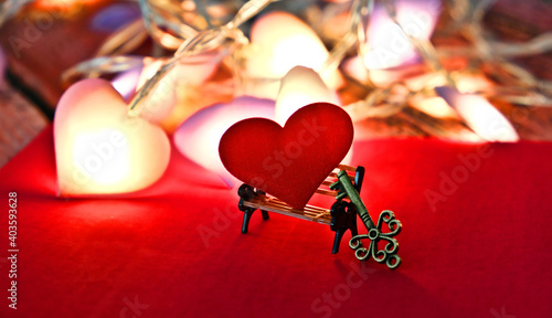Cuadros en Lienzo Partially blurred red heart on  mini bench and miniature key