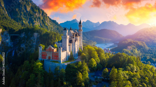 Foto Beautiful view of world-famous Neuschwanstein Castle, the nineteenth-century Romanesque Revival palace built for King Ludwig II on a rugged cliff near Fussen, southwest Bavaria, Germany