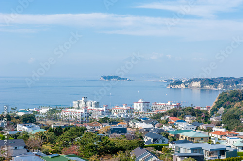 Fotografia 海と江ノ島 神奈川県逗子市披露山公園からの眺め