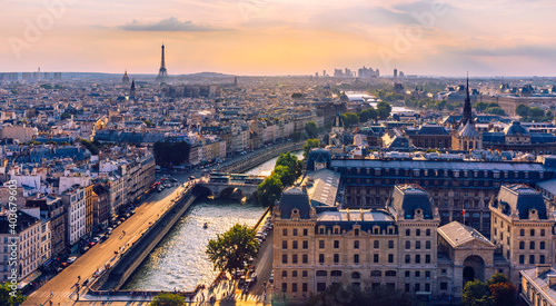 Obraz Panoramic aerial view of Paris, Eiffel Tower and La Defense business district. Aerial view of Paris at sunset. Panoramic view of Paris skyline with Eiffel Tower and La Defense. Paris, France. - fototapety do salonu