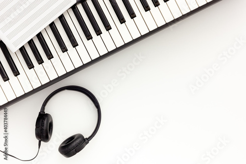 Fotografie, Obraz songwriter or dj work place with synthesizer and headphones