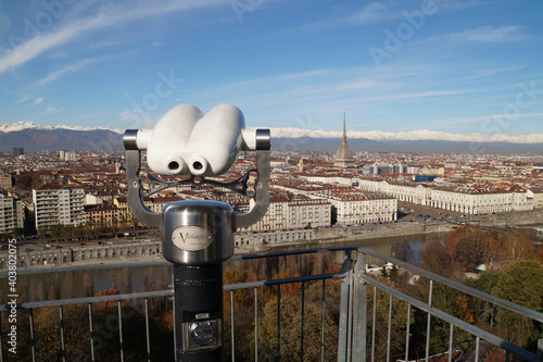 Photo Turin: binoculars on the observation deck with panoramic views of the city and t