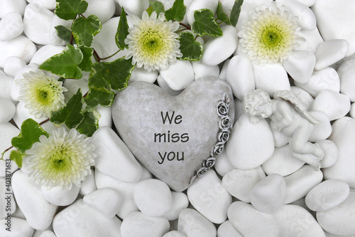 Obraz Heart with the inscription we miss you - fototapety do salonu