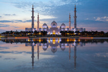 Sheikh Zayed Mosque In Abu Dhabi At Dusk